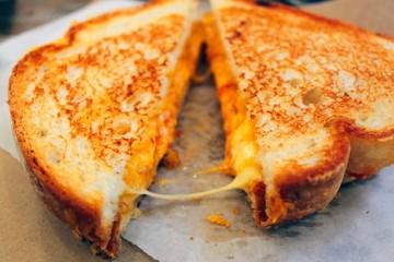 Cách làm bánh mì nướng phô mai