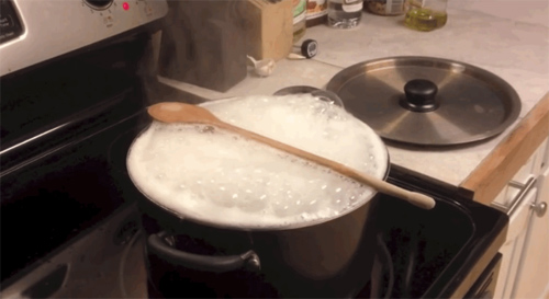 Cháo nấu bị trào