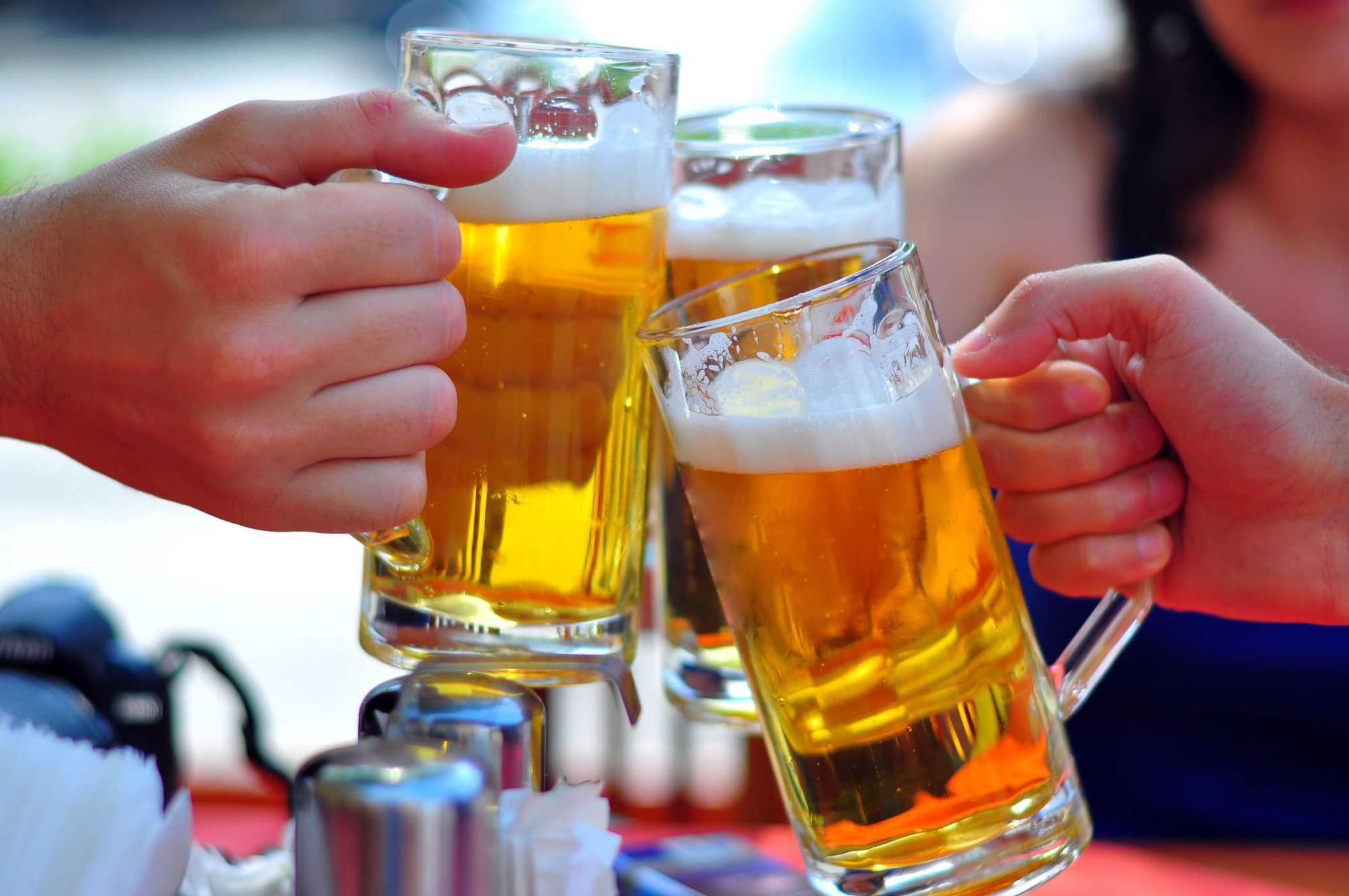 Không nên ăn hải sản uống bia