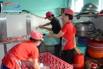 Máy rửa bát công nghiệp nào chuyên dùng cho bếp ăn công nghiệp