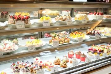 Hướng dẫn chọn mua kích thước tủ trưng bày bánh ngọt phù hợp