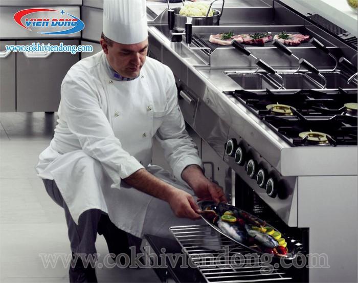 Người trực tiếp sử dụng bếp